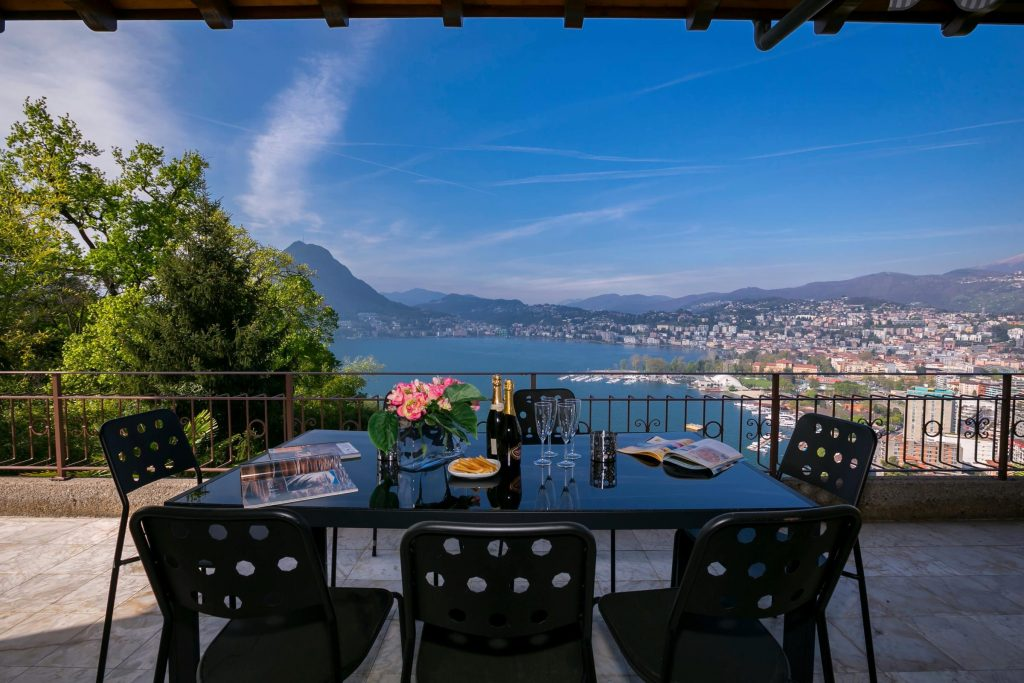 Rent a villa on Lake Lugano